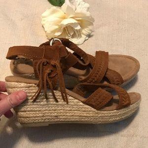 Minnetonka brown sandals